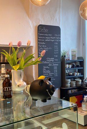 Fräulein Brömse bittet zum Café