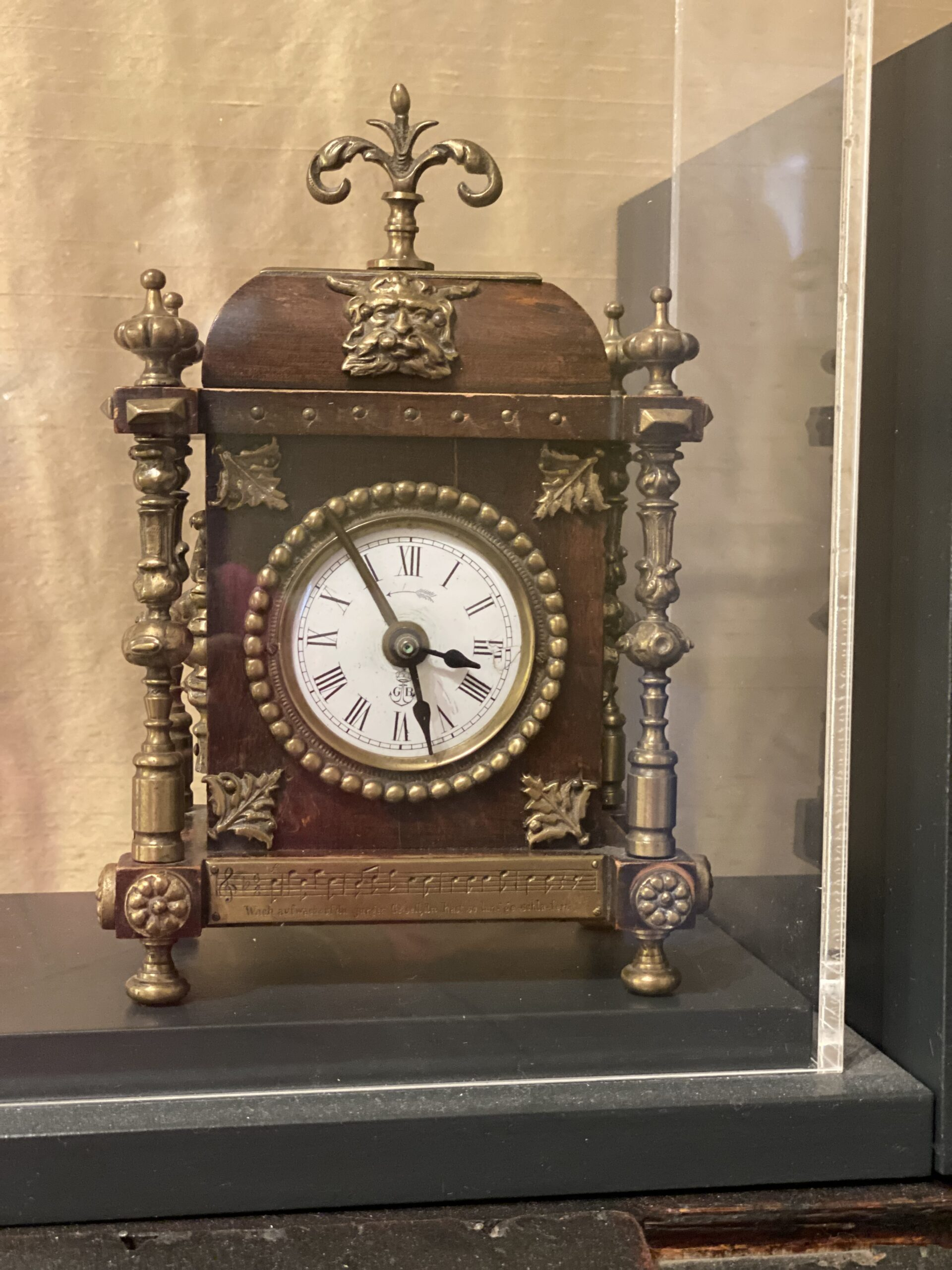 Brahms Institut Uhr 2 scaled