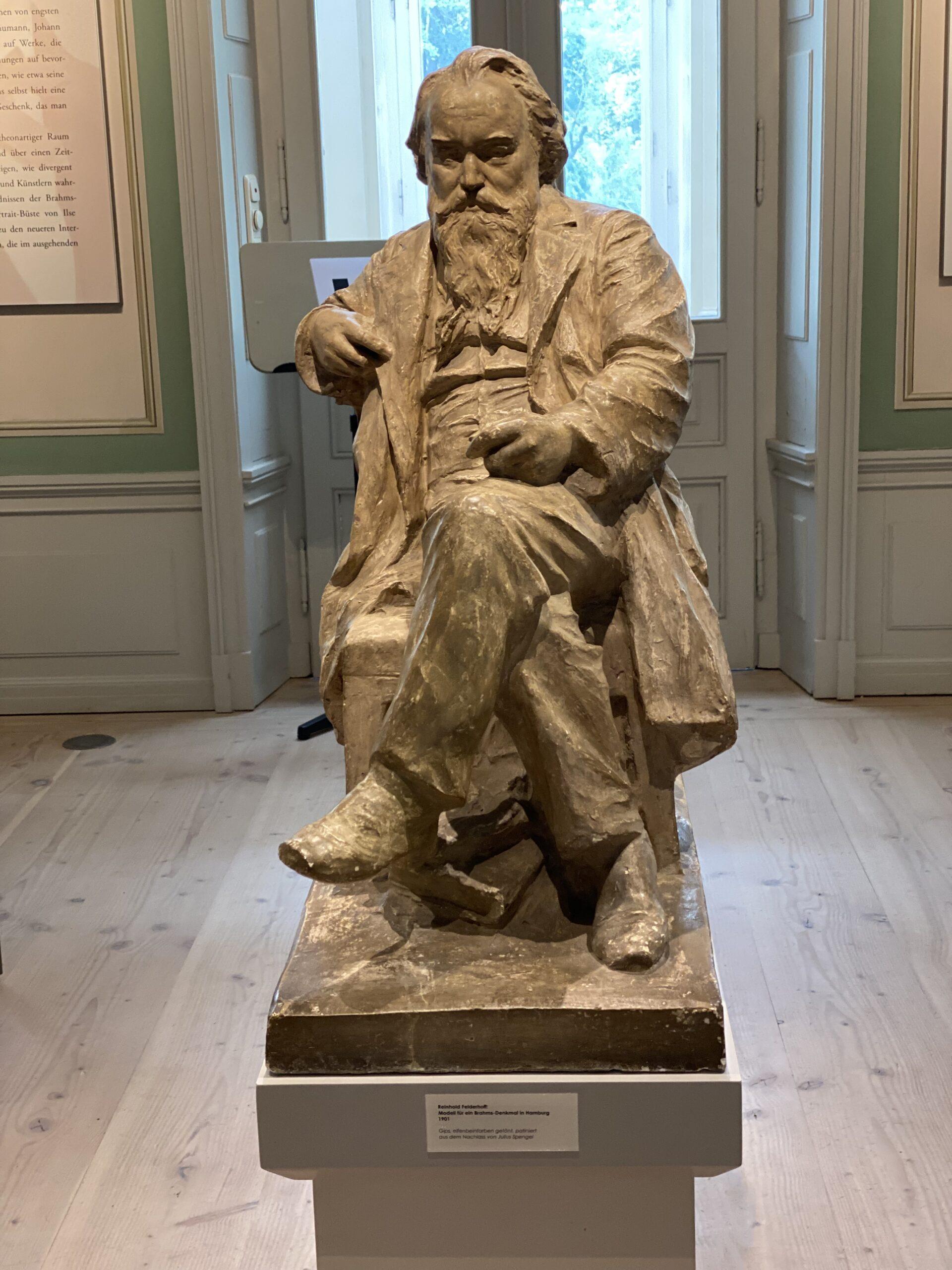 Brahms Skulptur scaled