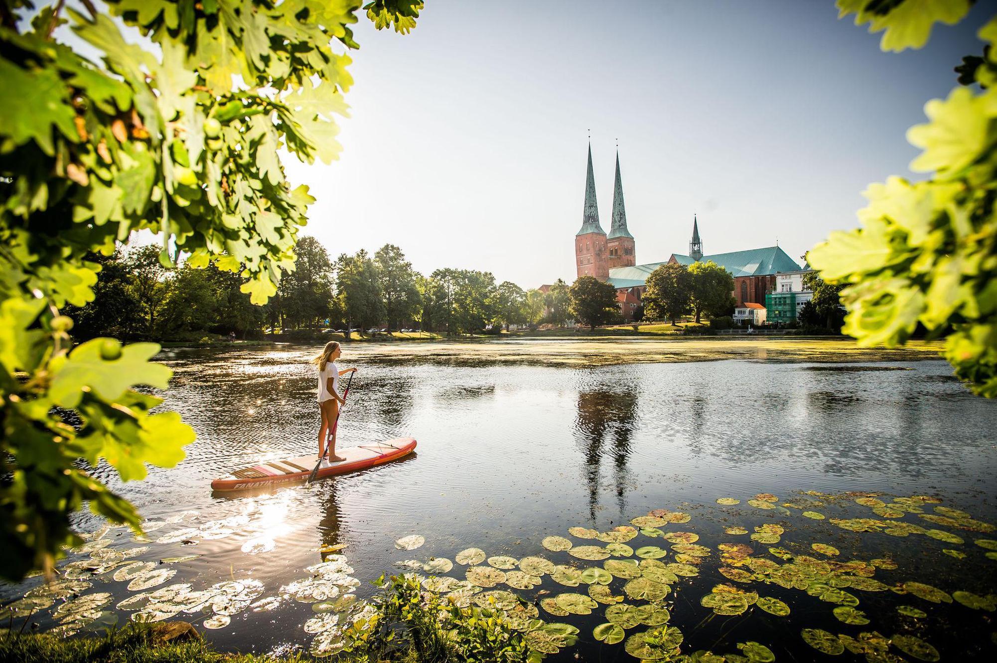 Lübeck und die Trave am frühen Morgen
